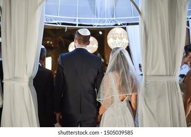 back of bride and groom at jewish wedding