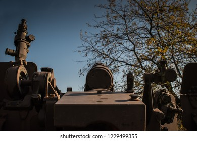 Back picture of old howitzer short barrel canon
