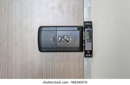 Back side of an electronic door lock room.