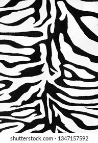 The background is black and white carpet tiger.