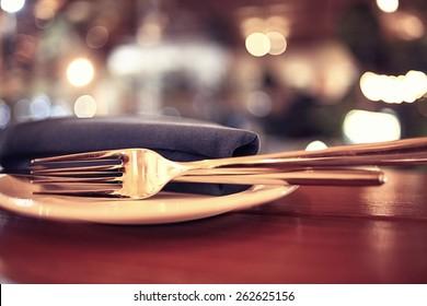background blurred restaurant table setting