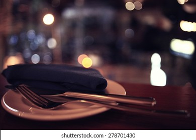 background blurred restaurant table setting