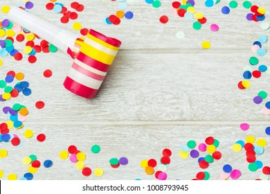 Background Carnival, new year's Eve - confetti, colorful and round, on wood
