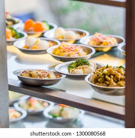 Background of food stored in glass cabinets or refrigerators to maintain freshness and taste of food more delicious, put a small dish (dim sum) with components of pork, vegetables.