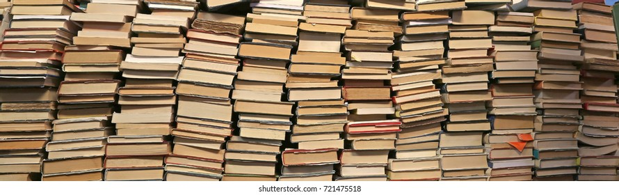 Background of many books of many sizes  for sale in the library