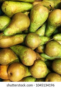 Background of pears, Conference variety