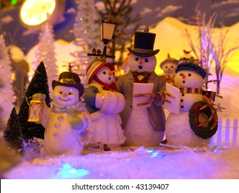 Background Picture of Christmas Snowman Family