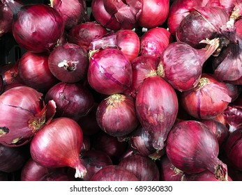 Background of red onions