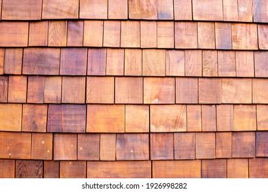 Der Hintergrund der kleinen Teakholztafeln, die als Wand verbunden sind. Holzhintergrund.