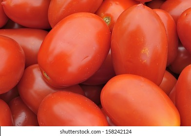 "Background tomatoes ""San Marzano"" - They have an elongated shape, and is particularly suitable for preparing peeled and canned"