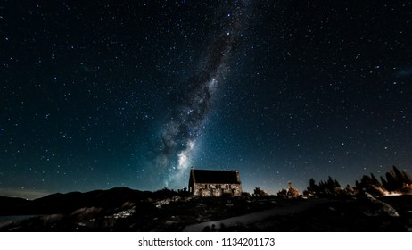 Backgrounds night sky with stars and milky way over the church at tekapo lake south island new zealand