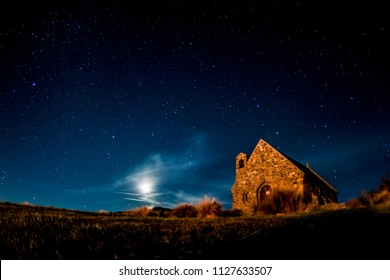 Backgrounds night sky with stars, moon and clouds at tekapo lake south island new zealand