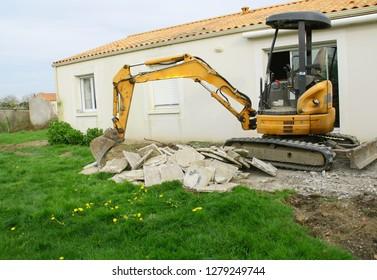 backhoe for demolition works