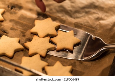 Backing christmas cookies