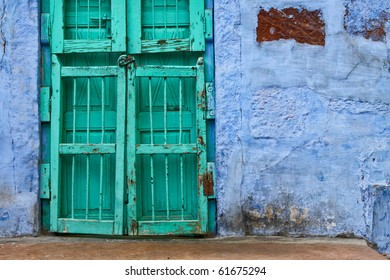 The backstreets of Old Jodhpur are painted bright, pastel colors.