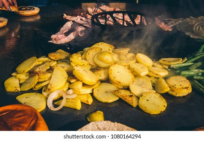Gemüse Bacon auf Feuerplatte grillen