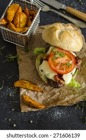 Bacon Cheeseburger with fried potatoes
