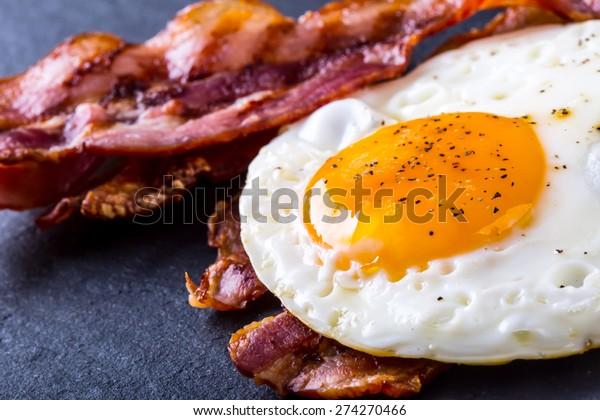 培根和雞蛋作為英式早餐。