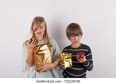 Bad present - Children shocked by bad gifts.