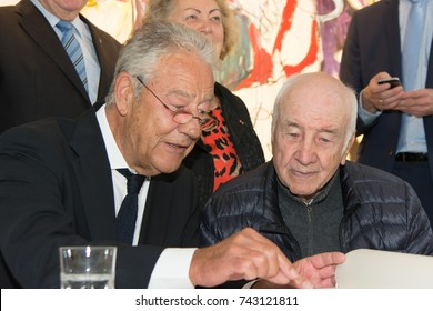 Bad Soden, Germany. 27th October, 2017. Björn Engholm, laudator, with Armin Mueller-Stahl, German actor, painter and musician at the press conference for his art exhibition at Stadtgalerie Bad Soden.