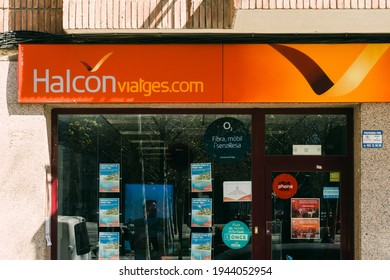 Badalona, Barcelona, España - Marzo 21, 2021. Logo y fachada Halcón Viajes, operates airlines such as Air Europa and runs hotels such as Be Live Hotels and Melody Maker