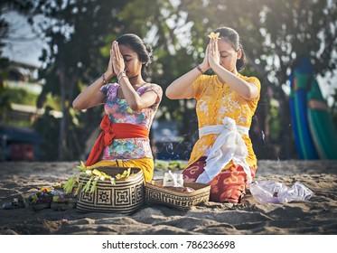 Badung, Bali, Indonesia (07/15/2016) : Balinese women prayed in front of Kuta Beach, Bali, Indonesia.