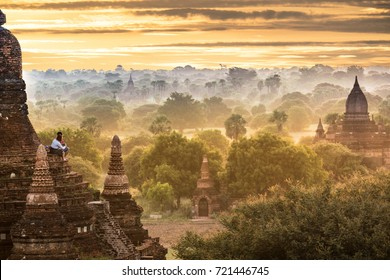 BAGAN Sunrises with tourist in the early morning, mandalay, Myanmar, nature people scale