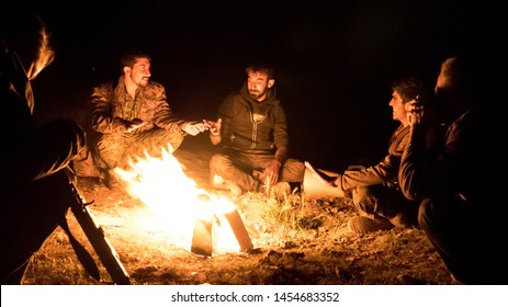 Baghouz, North east Syria, March, 14, 2019. Fighters  the SDF Syrian Democratic Forces make a pause on their attack aganist the Islamic state. time for talking near the fire