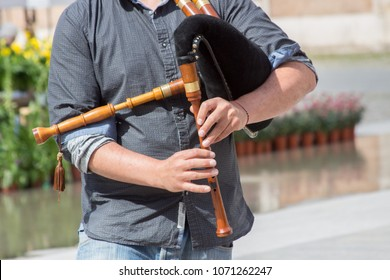 bagpiper player irish
