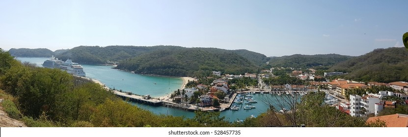 Bahia Santa Cruz is a small port in the Huatulco tourist area in south west Mexico.. It hosts 5 to 10 ships per month between September and May. Most tourists arrive by plane from Mexico and Canada