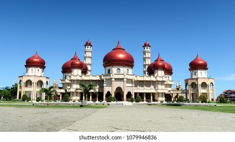 Baitul Makmur Meulaboh Grand Mosque is the largest mosque in the western coast of Meulaboh city, Aceh Province, Indonesia