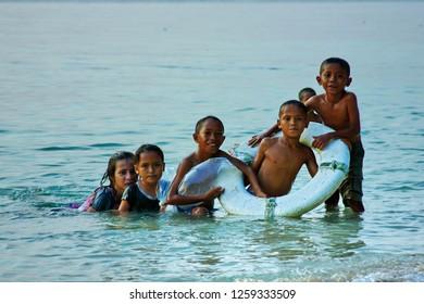 Bajo Tribe of Wakatobi: children  playing on the beach, Southeast Sulawesi, Indonesia, November 2011