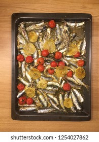 Bake tray with sardines, cherry tomatoes and lemons, steaming hot!