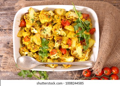 baked cauliflower with cream and vegetable
