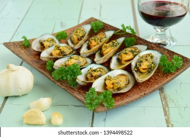 Baked green mussels with garlic butter herb sauce