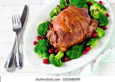 Baked roll from turkey thigh with broccoli and cranberries