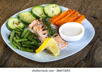 Baked salmon with vegetables and white sauce