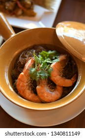 Baked shrimp vermicelli in clay pot