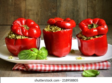 Baked sweet pepper stuffed with rice and basil pesto
