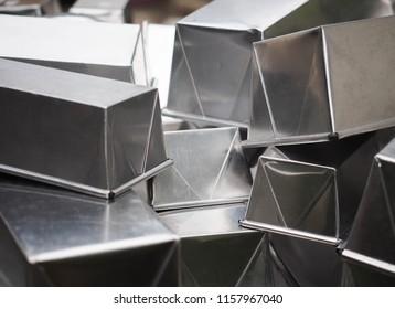 Bakery tool: Aluminium baking molds for cake and bread.