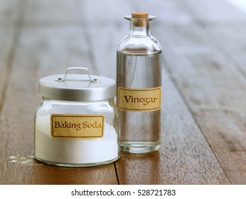 baking soda with white vinegar