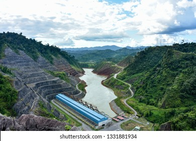 The Bakun Dam is a hydroelectric dam in the district of Sarawak. Hydroelectric plant (HEP) is one of Asia's largest outside China.