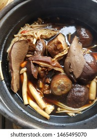 Bakuteh Hotpot,it's a chinese recipe for pork sparerib soup with chinese herb which serves in the hotpot. Normally,they serve Bakuteh in the morning. It's very popular menu in Singapore & Malaysia.