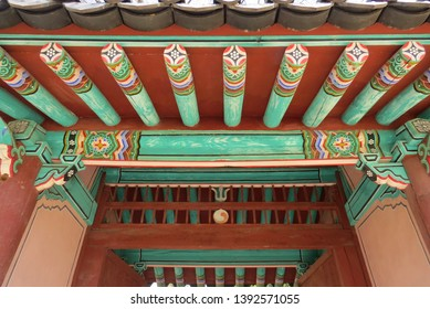 The balance structure and delicate carvings where dancheong painting attest to the dynasty's authority. Gyeonggijien Shrine at Jeonju, South Korea