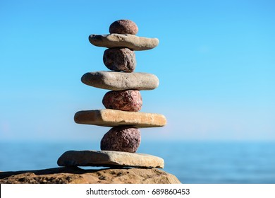 Balancing of pebbles on the coast