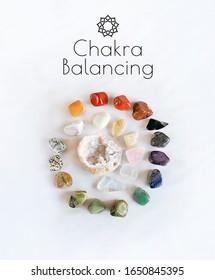  Chakra Balancing. Setzen Sie Edelsteine Kristallminerale ein. Zauberrock für Kristallritual, Hexerei, Relaxing Chakra, Aura-Lesungen. spirituelle Praxis.flach gelegt.