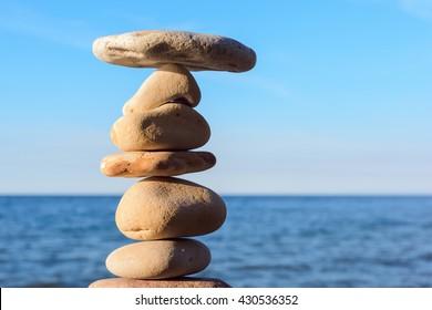 Balancing of stones on the seashore