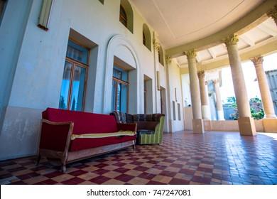 balcony with columns