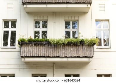 balcony with straw cladding in Berlin Kreuzberg