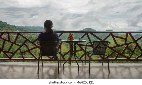 Balcony which can see the mountain view and morning fog